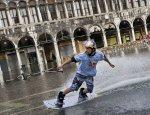 Туристы превращают Венецию в аквапарк